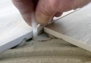 Posa pavimento in listoni finto legno e formati grandi con